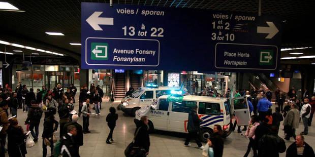 Des policiers jugés pour avoir tabassé des sans-papiers - La Libre