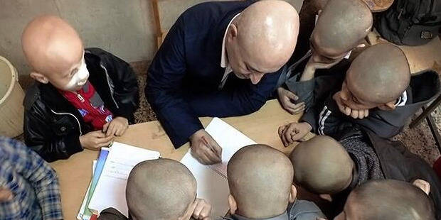 Iran: Le geste solidaire d'un instituteur émeut tout le pays