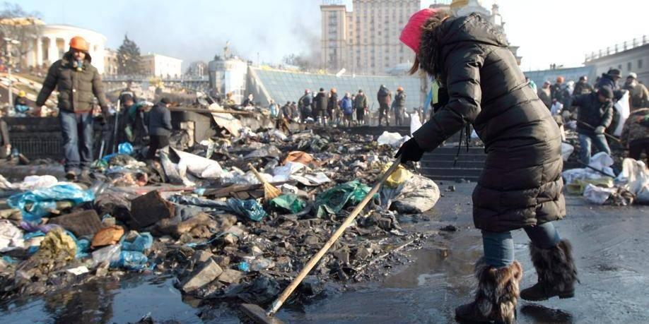 """Ukraine: la photo stupéfiante """"avant/après"""" de la place Maidan"""