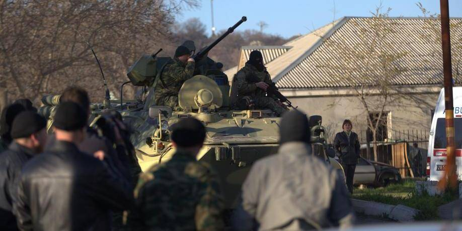 Crimée : assaut de véhicules blindés contre une base ukrainienne