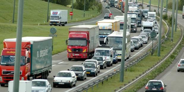 La E411 fermée entre Habay et Arlon,camion-citerne sur le flanc - La Libre