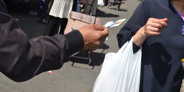 Le marché de Molenbeek, terrain de campagne électorale - La Libre