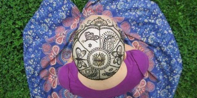 Le tatouage au henné qui rend le sourire aux femmes atteintes d'un cancer
