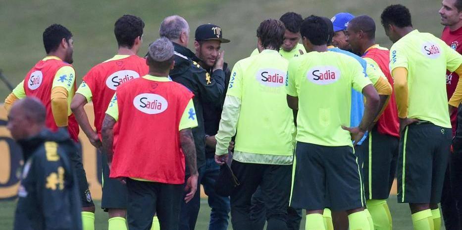 Neymar rend visite à l'équipe brésilienne