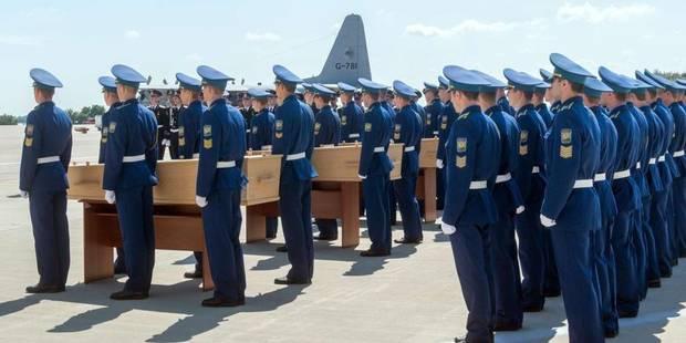 Les premières dépouilles des victimes du vol MH17 arrivées aux Pays-Bas - La Libre