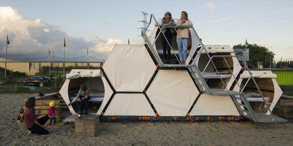Dormir dans une ruche humaine pendant les festivals : l'idée géniale de B-and-Bee