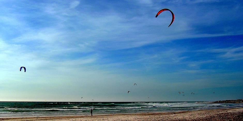 Du cerf-volant au kitesurf, du vent dans les voiles