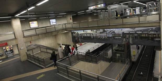Un homme décède en tentant de rentrer dans la station de métro de la Bourse - La Libre
