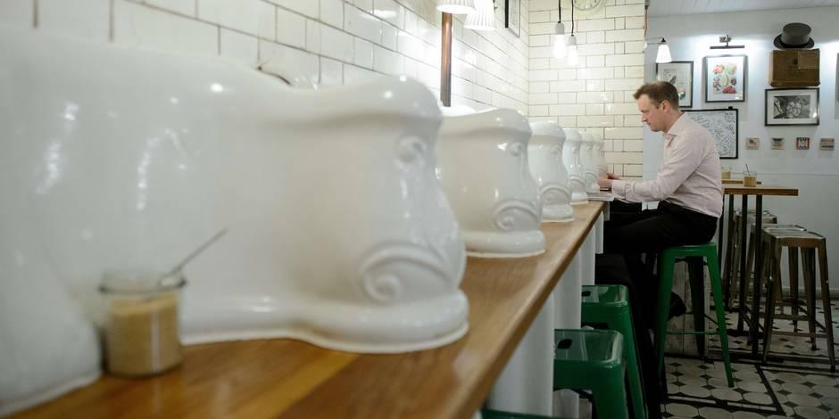 Insolite: dînons dans les toilettes publiques !