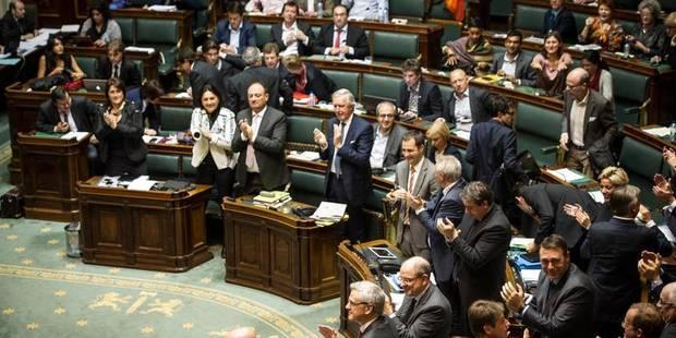 Attaques, hurlements, agitations... Le parlement a-t-il perdu son rôle? - La Libre