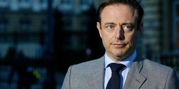 """De Wever répond à Mayeur: """"Aucune possibilité légale"""" de bloquer les dockers à Anvers - La Libre"""