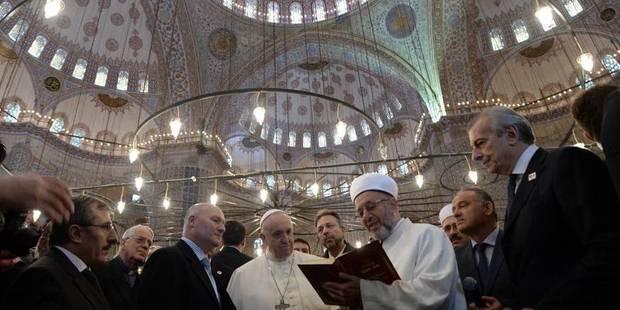 Le pape François affirme avoir prié dans la Mosquée bleue - La Libre