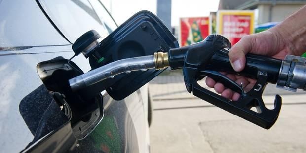 Le pétrole poursuit sa descente sous les 45 dollars dans les échanges asiatiques - La Libre