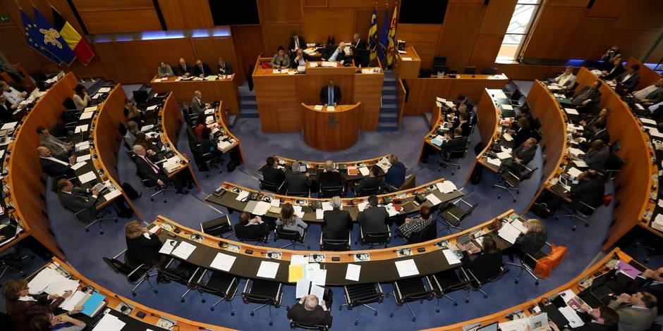Edito: La minute de silence au Parlement bruxellois, un spectacle affligeant - La Libre