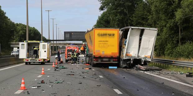Circulation difficile à Fleurus sur l'E42 après un accident entre trois camions - La Libre