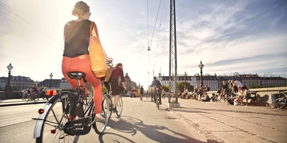 Se rendre à vélo au travail rend plus heureux