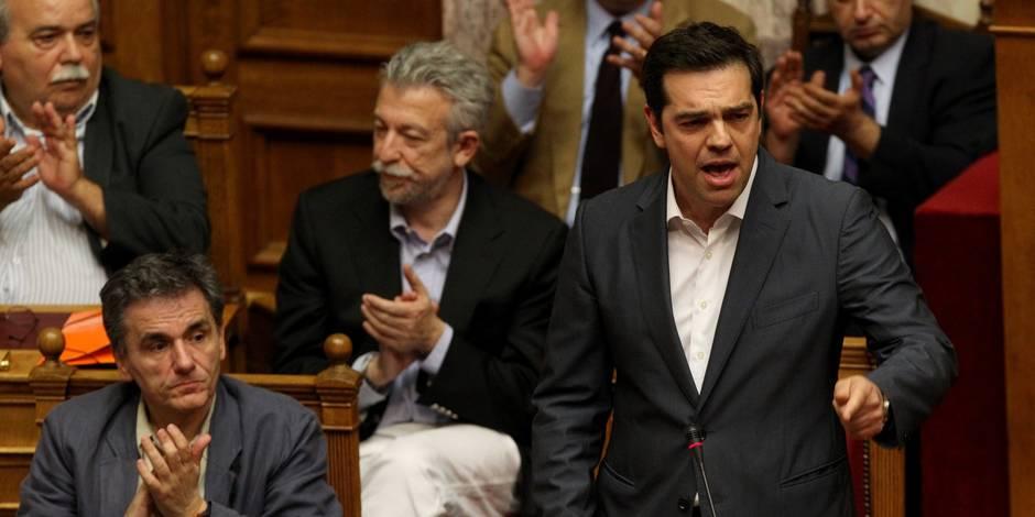 Grèce: Tsipras fait adopter les premières exigences des créanciers... grâce à l'opposition