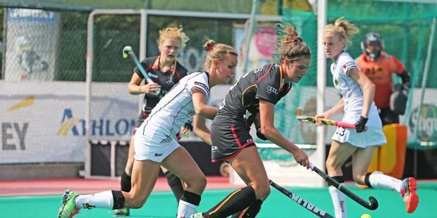 Hockey Red Panthers match Belgique-Allemagne 0-3; Anouk Raes tente vainement de se frayer un passage vers le but allemand
