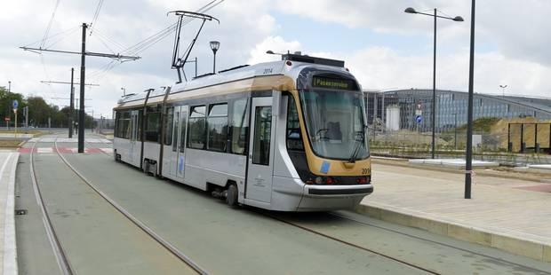 Valise suspecte trouvée dans un tram bruxellois: fausse alerte et reprise du trafic - La Libre