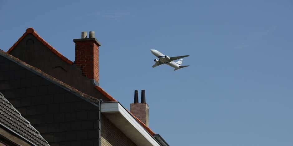 """Le MR propose une taxe frappant chaque avion survolant Bruxelles, """"un écran de fumée"""" pour le CDH"""