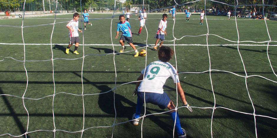Parents interdits de stade pour ramener le calme au foot? - La Libre