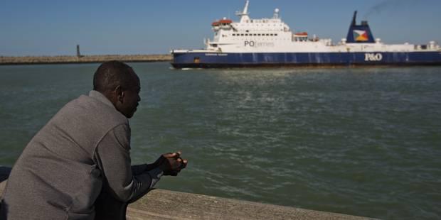 Sept réfugiés syriens repêchés dans le port de Calais - La Libre