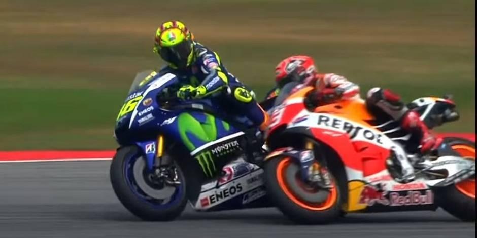 MotoGP de Malaisie: Rossi donne un coup de pied à Marquez et le fait tomber (VIDEO)