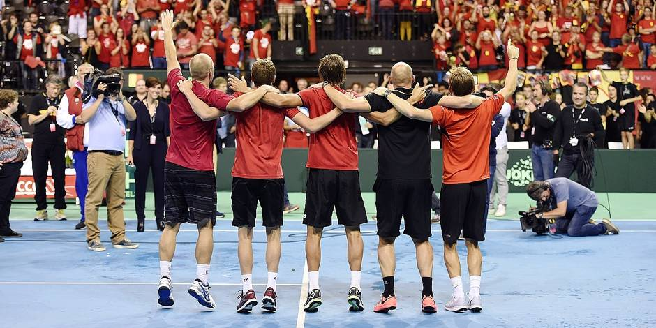 Steve Darcis of Belgium vs Federico Delbonis of Argentina pictured celebates with teammates access to the final during the semi final Davis Cup Between Belgium and Argentina on september 20, 2015 in Brussels, Belgium. ***BRUSSELS, BELGIUM 20/09/2015 Photo by Philippe Crochet / Photonews***