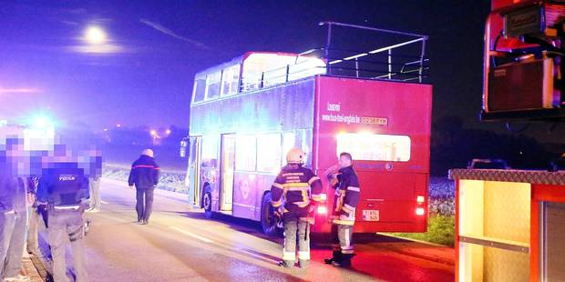 Un trentenaire heurte violemment un pont et se tue en faisant la fête dans un bus à impériale - La Libre