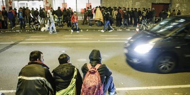 """""""Nous n'en pouvons plus d'observer 165 réfugiés dormir à la rue chaque jour"""" - La Libre"""