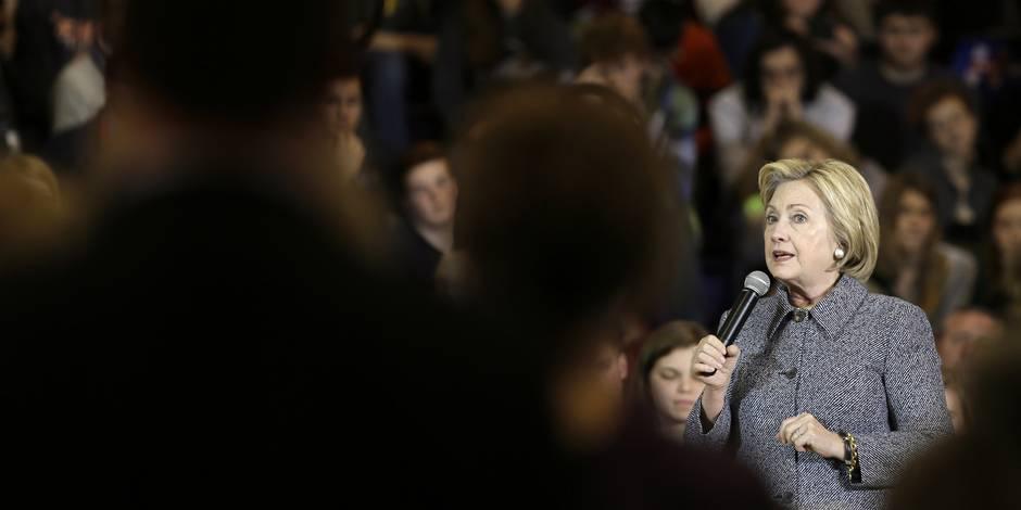 Insultes de Trump: Hillary a laissé son équipe réagir, avec consternation et mépris