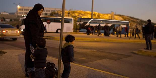 Crise des migrants : plus de 800 migrants secourus en deux jours par la marine italienne - La Libre