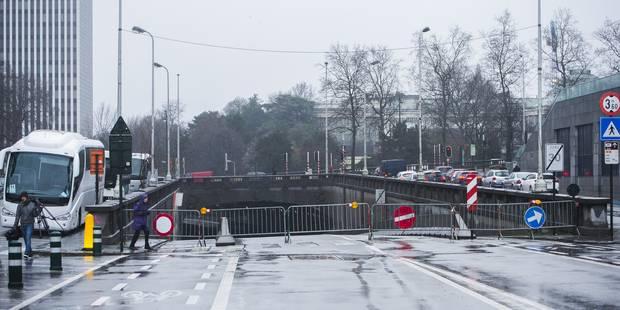 En travaux, le tunnel Pachéco fermé après des chutes de débris - La Libre