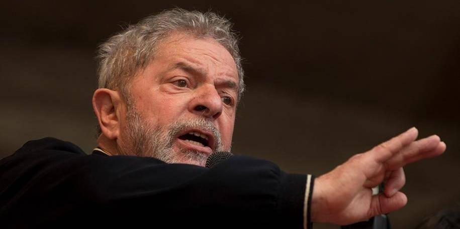 Corruption au Brésil : la police délivre un mandat d'arrêt contre l'ex-Président Lula