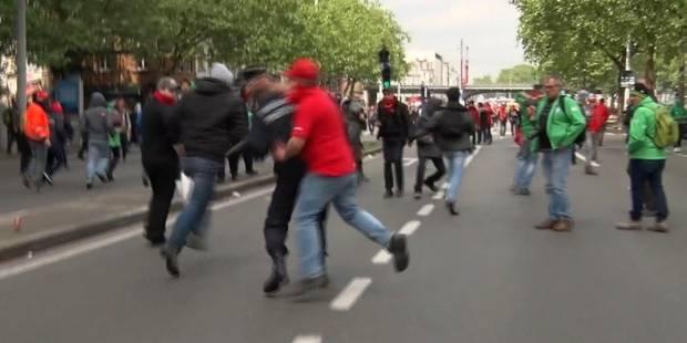 Le manifestant qui a frappé un commissaire de police n'a pas encore été identifié - La Libre