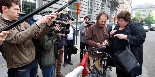 Accidents en série au 16 rue de la Loi: les ministres De Block et De Croo percutent des cyclistes (vidéos) - La Libre