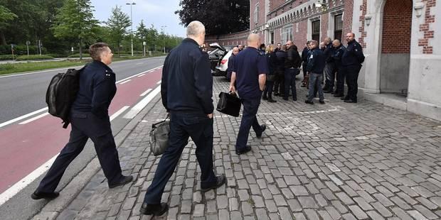 Une vingtaine de gardiens de la prison de Namur au domicile du Premier ministre - La Libre