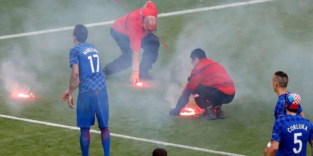 Fin de match tendue entre Tchèques et Croates, un fumigène explose aux pieds d'un stadier (PHOTOS + VIDEOS) - La Libre