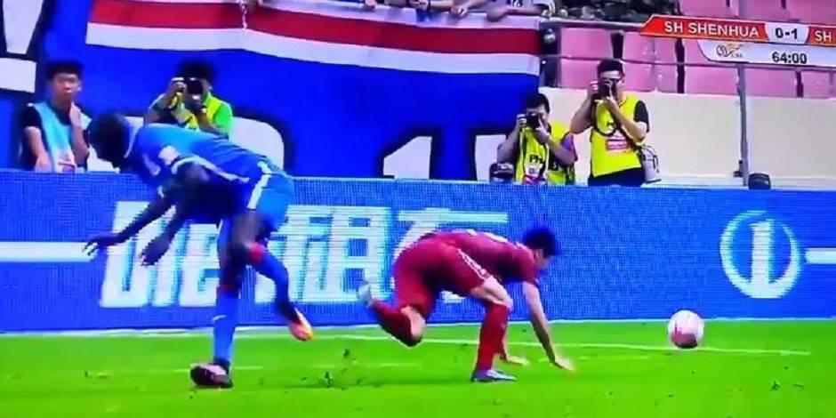 L'attaquant Demba Ba gravement blessé à la jambe (VIDEO)