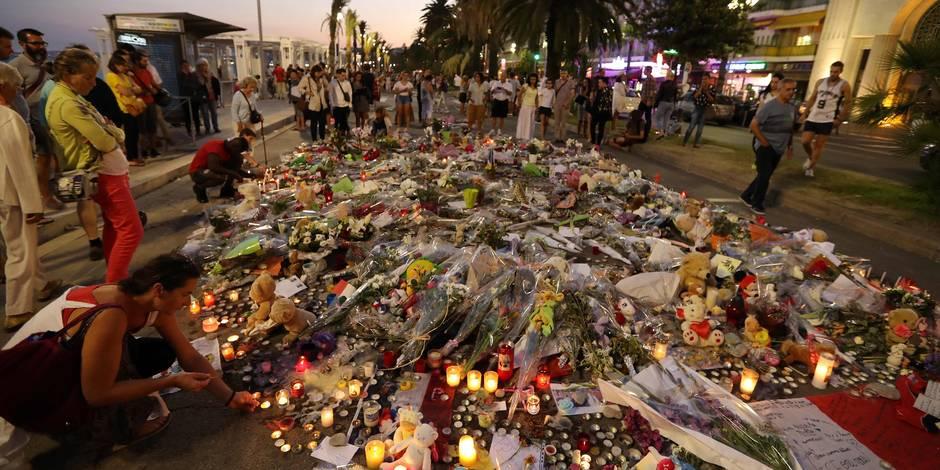 """Attentat de Nice: 15 personnes toujours entre la vie et la mort, Hollande crée une """"garde nationale"""""""