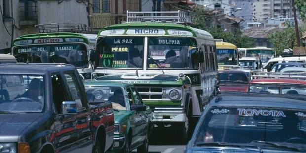 BOLIVIA - LA PAZ. Traffic congestion in the city centre. La Paz is one of the fastest growing cities in the world. CDREF00559.