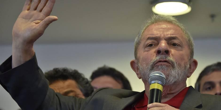"""Brésil: Lula affirme que ses accusateurs veulent """"détruire"""" sa vie politique"""