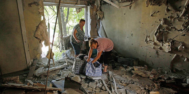 (160802) -- YASNUVATA(UKRAINE), Aug. 2, 2016 () -- People collect their belongings at a destroyed apartment after shelling in Yasynuvata, Ukraine, on Aug. 1, 2016. A full-scale fighting may resume in eastern Ukraine with rising tensions between the government and the insurgents, a representative of pro-independence insurgents said on Monday. Later in the day, one civilian was killed and another one wounded during the overnight fighting near Yasynuvata town in Donetsk region, according to the insurgent-run DAN news agency. (Xinhua/Alexander Ermochenko)(zcc) Reporters / Photoshot