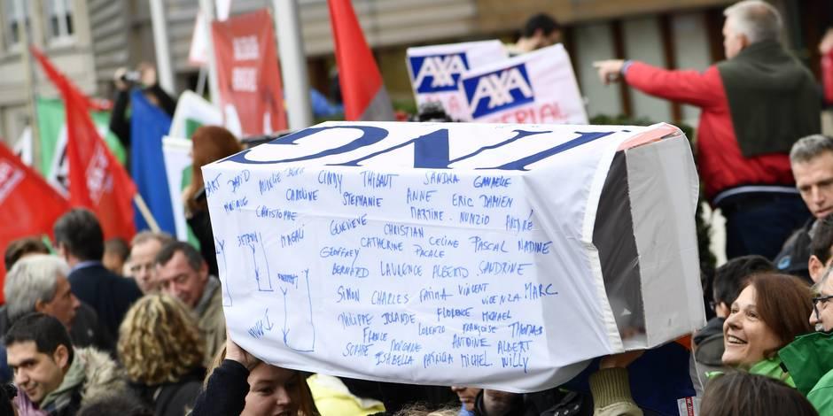 """Les syndicats d'ING refusent en bloc le plan """"inacceptable"""" de la direction (PHOTOS)"""