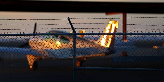 Un pilote refuse à nouveau de refouler un Togolais qui vit légalement en Belgique - La Libre