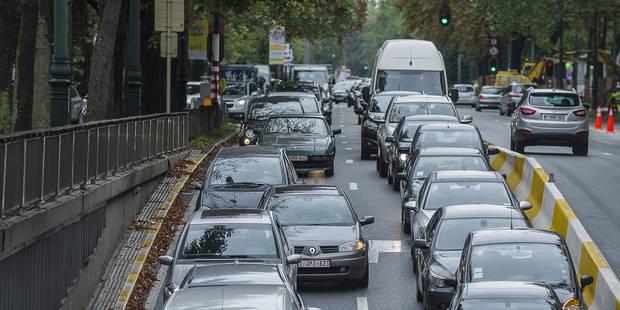 Le trafic au ralenti à Bruxelles à cause de la manifestation des militaires - La Libre
