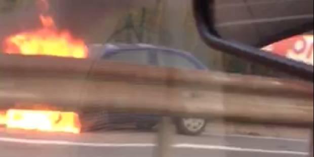 Bruxelles: une voiture en feu sur l'autoroute (VIDEO) - La Libre