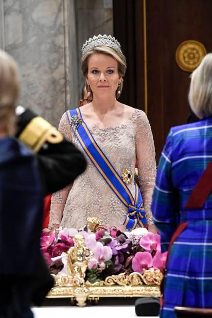La reine Mathilde portait le diadème des provinces dans sa version complète