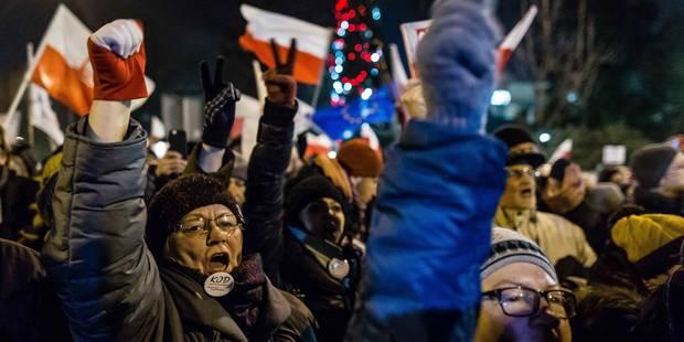 Pologne: principaux dirigeants bloqués au Parlement par des manifestants - La Libre