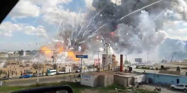 """Des images terribles suite à l'explosion d'un marché de feux d'artifice au Mexique: au moins 31 morts, """"des gens en flam..."""
